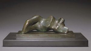 Henry Moore - Reclining Figure; Nabel